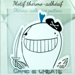Motif thermo-adhésif Baleine Pirate  - 1Motif thermo-adhésif -Baleine Pirate Largeur : 7cm X Hauteur : 7cm  Vendu à l'unité