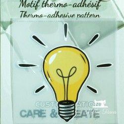 Motif thermo-adhésif Ampoule  - 1Motif thermo-adhésif -Ampoule Largeur : 6,9cm X Hauteur : 7,1cm  Vendu à l'unité