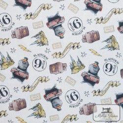 Tissu coton Harry Potter - Voie 9 3/4 X10cm - Blanc  - 1Tissucoton Harry Potter ,Voie 9 3/4 - Blanc 100% coton - Bio certifié